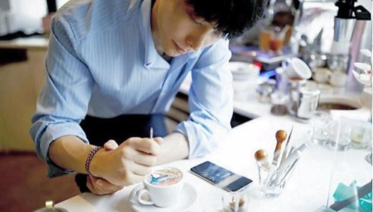 The master at work, meet Barista Lee Kang-bin.  (Image: @leekangbin91 on Instagram)
