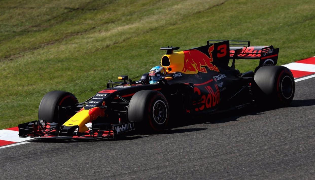 Red Bull's Daniel Ricciardo steers his car during the Japanese Grand Prix.