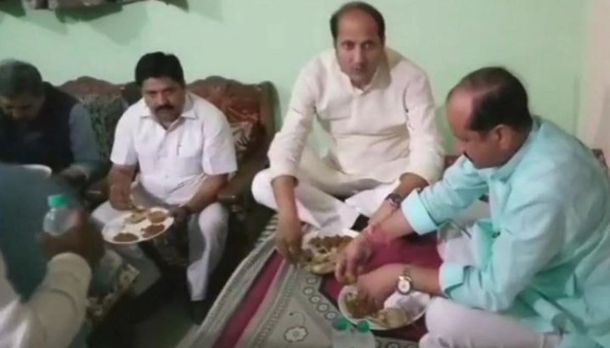 Image result for सुरेश राणा सूबे के अलीगढ़ में एक दलित के घर खाना खाने