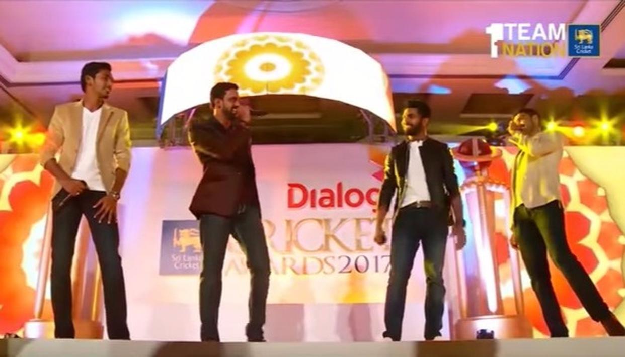 Sri Lankan cricketers sing 'Pehla Nasha'!