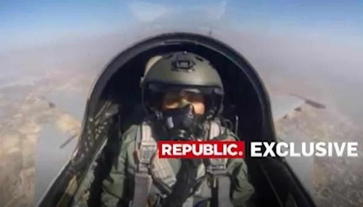 निर्मला सीतारमण ने भारतीय वायु सेना के सुखोई- 30 MKI से भरी उड़ान