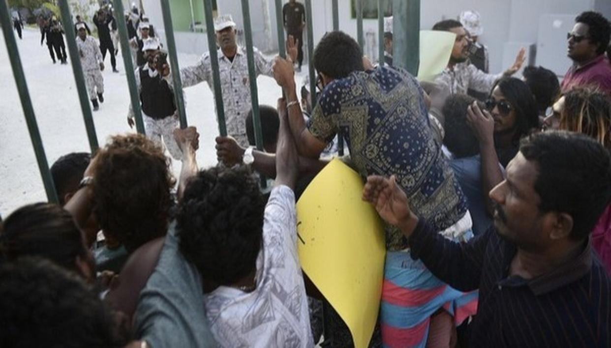 MALDIVES MILITARY BARS MPs IN PARLIAMENT