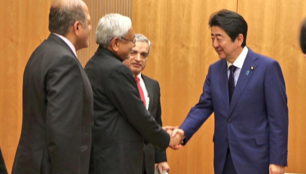 NITISH MEETS JAPAN PM; INVITES HIM TO BIHAR