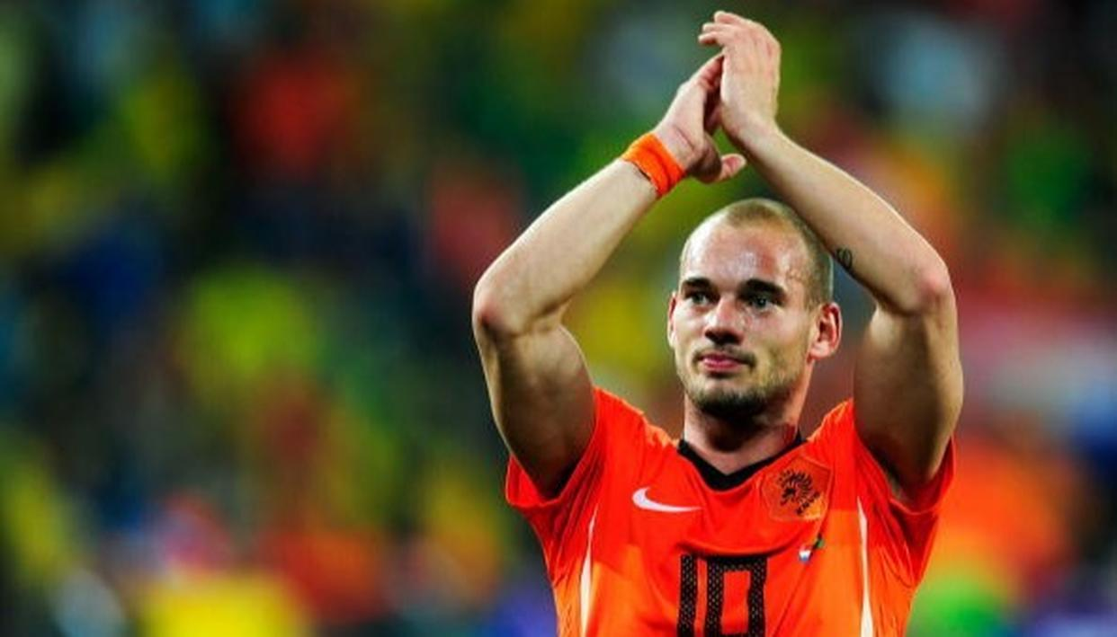 SNEIJDER HANGS UP HIS BOOTS