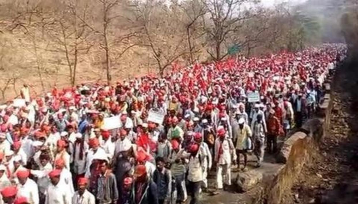 FARMERS MARCH THROWING TRAFFIC OUT OF GEAR