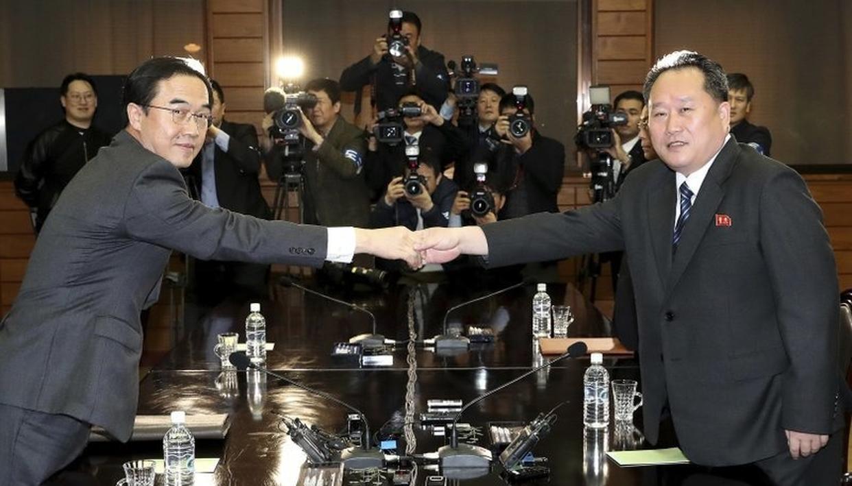 RIVAL KOREAS BEGIN HIGH-LEVEL TALKS