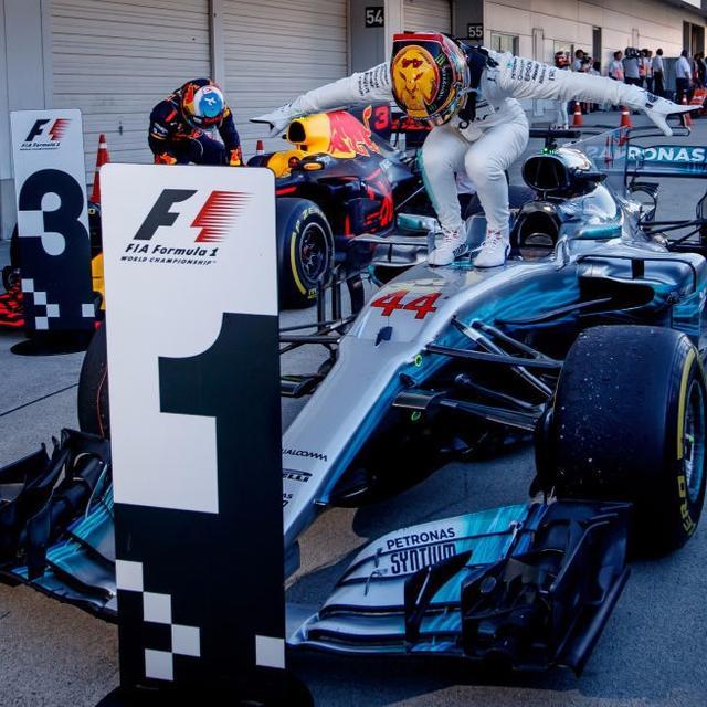 Lewis Hamilton wins Japanese Grand Prix
