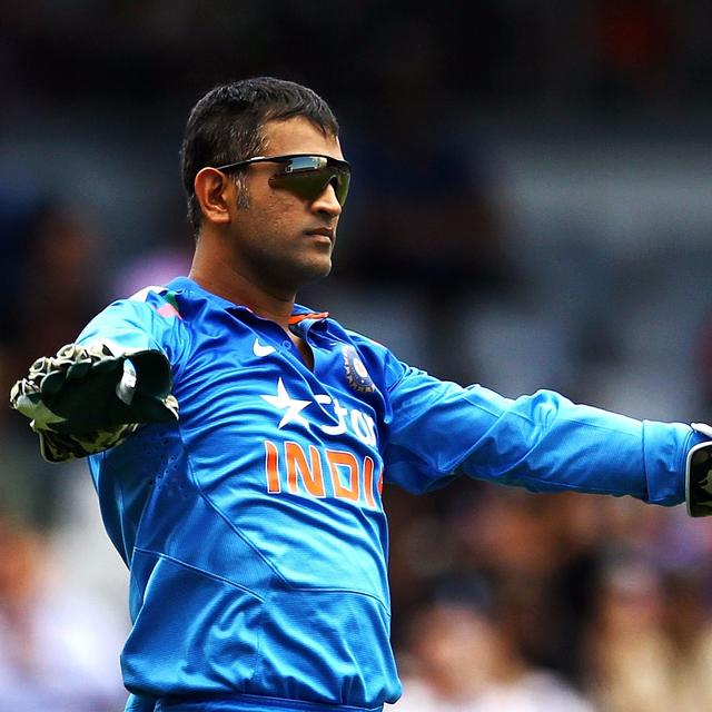 WATCH DHONI GROOVE