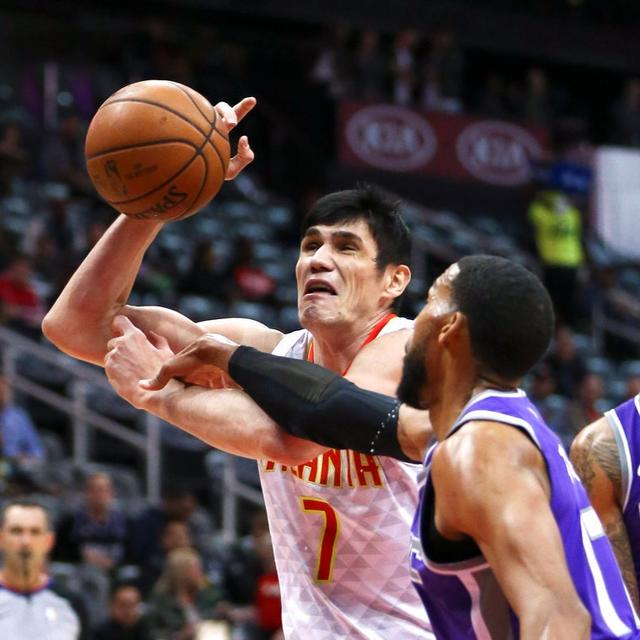 HAWKS ROUT KINGS