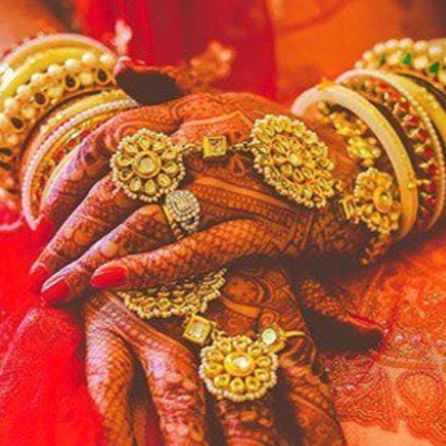 BRIDE BAILS; GUESTS APPLAUD!
