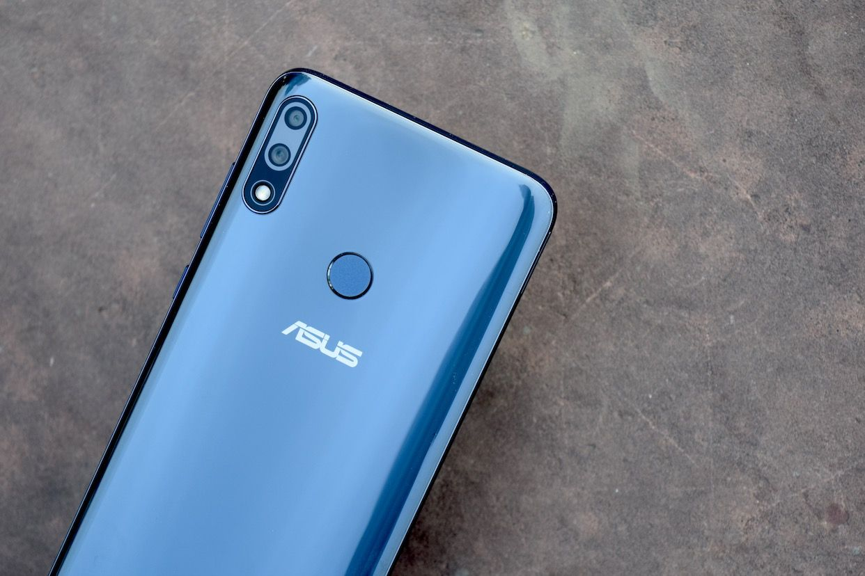 The ZenFone Max Pro M2 has dual rear cameras and a 13MP front cam with LED flash.