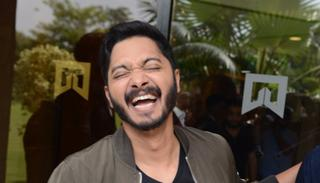 Shreyas can't control it anymore. We wonder if he's laughing at their own situation or just at looking at the Deols pouting.  (Viral Bhayani)