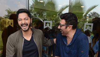 Sunny Deol sees the funny side of it too and joins Shreyas in the fun. Any prizes for guessing whether they're laughing at Bobby Deol's expense?  (Viral Bhayani)