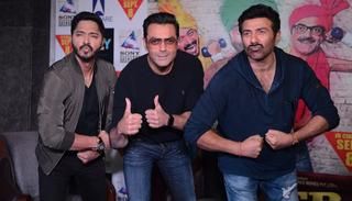Bobby Deol by now has probably realised that he just can't pout any longer. He decided to just give it a 'thumbs up', while Sunny and Shreyas still think they got it. (Viral Bhayani)