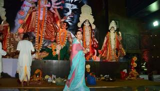 A few days ago, Kajol also visited a pandal. Credit: Viral Bhayani