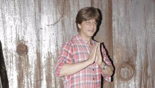 And the host SRK signs off in style!  Pic: Viral Bhayani