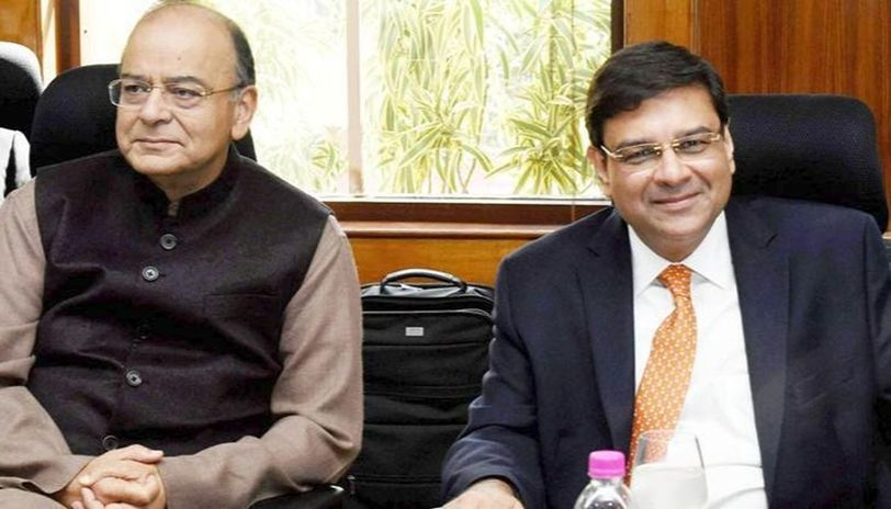 RBI Governor Urjit Patel (R) and Finance Minister Arun Jaitley (L): Are they now on the same page? (PTI Image)