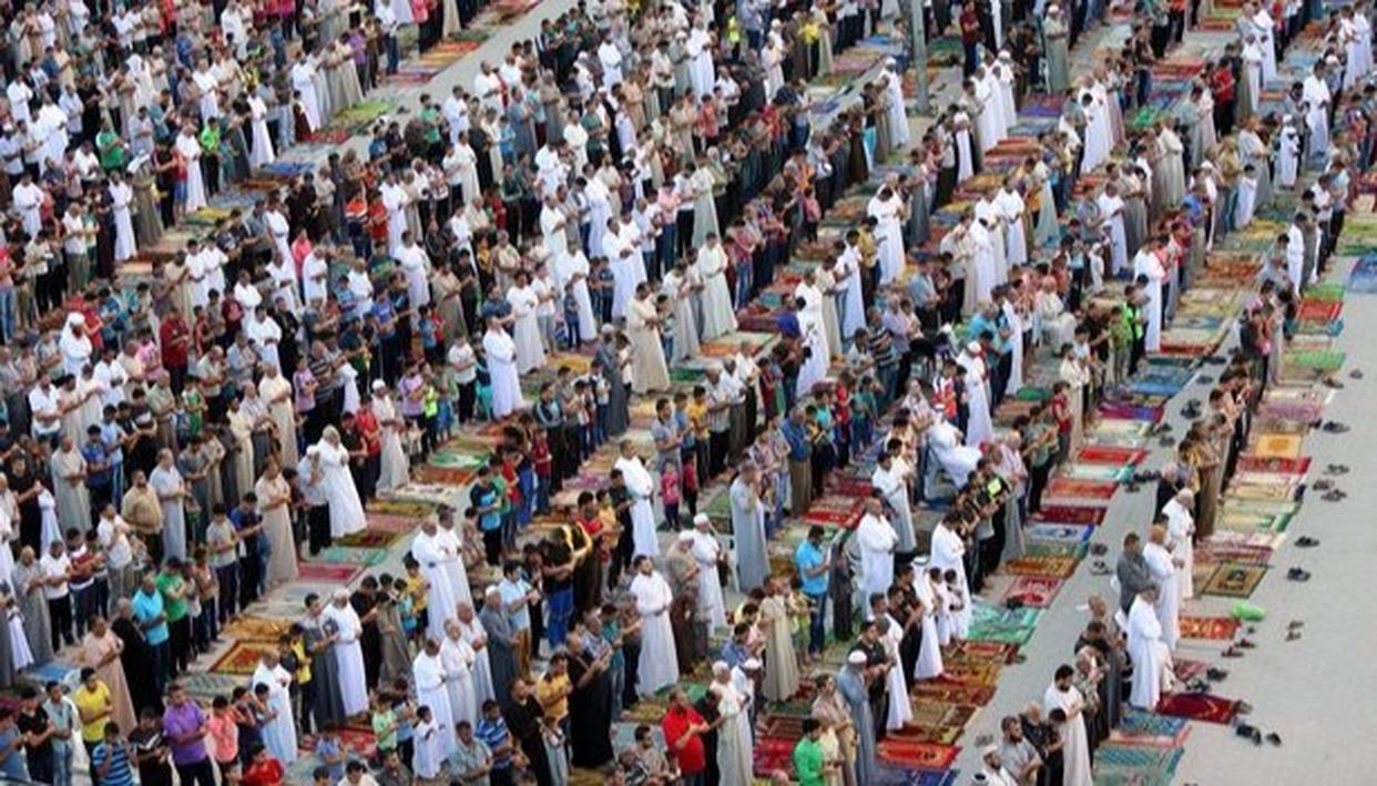 Muslims pray to mark the first day of Eid al-Adha at the main square in Nusseirat refugee camp, central Gaza Strip, on Friday, September 1, 2017 (Source: AP)