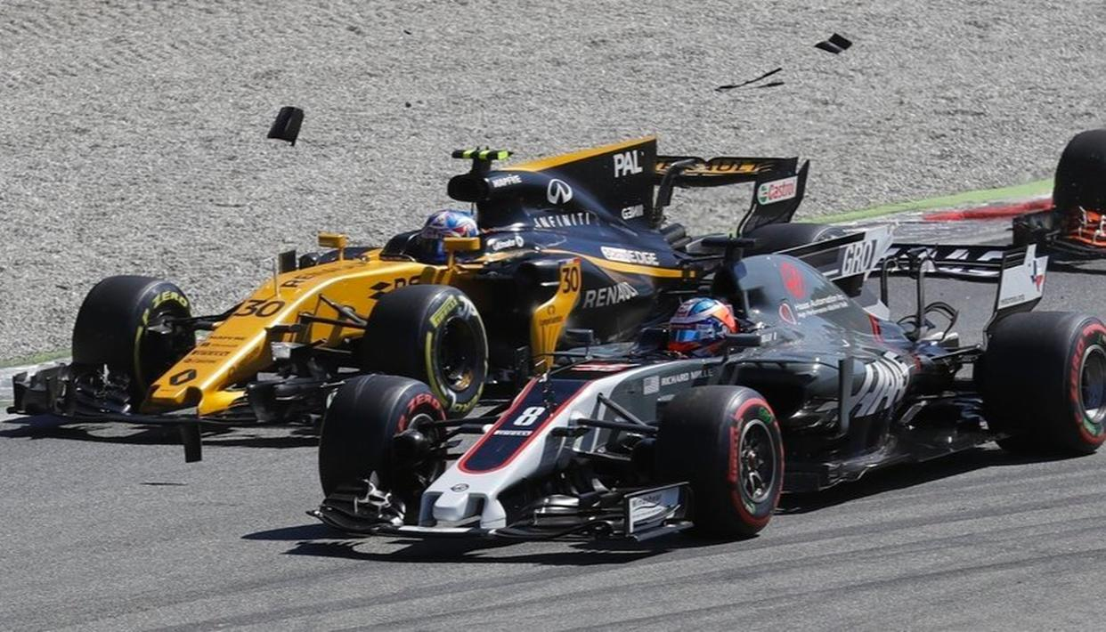 Renault driver Jolyon Palmer of Great Britain, left, and Haas driver Romain Grosjean of France collide during the start of the Italian Formula One Grand Prix.