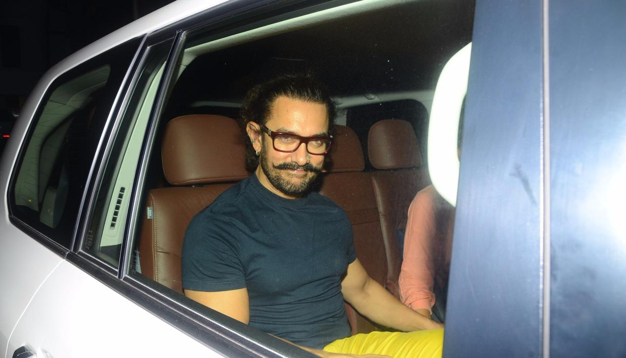 The Superstar arrives in style, or should we say Secret Superstar? As ever, Aamir Khan seems to be in character, this time from Thugs of Hindostan, as he attends the party with wife Kiran Rao.  Pic: Viral Bhayani
