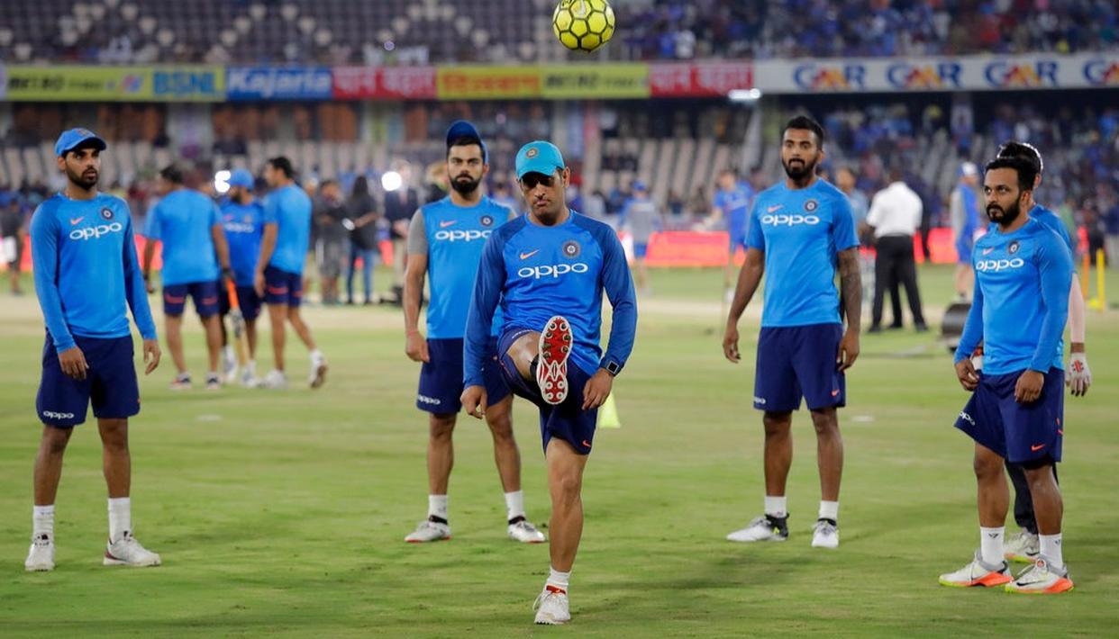 MS Dhoni plays football beore the strat of the game.