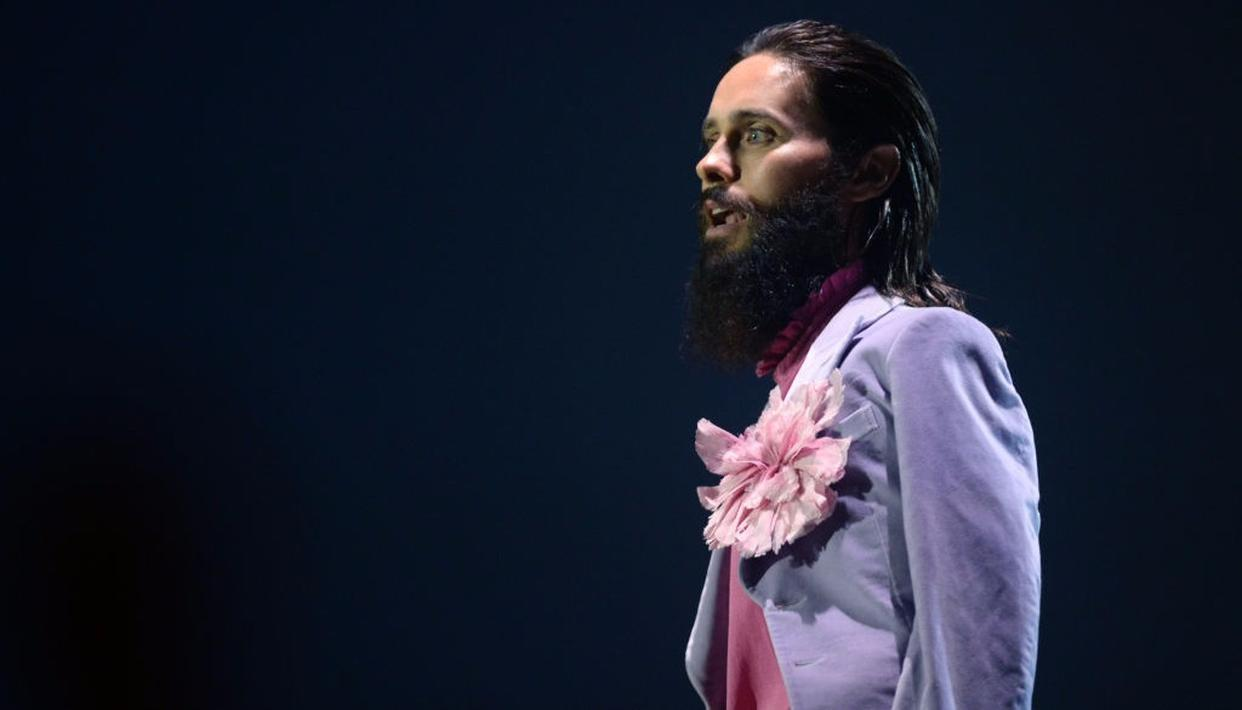 Jared Leto made his customary MTV appearance, looking sharp as ever.