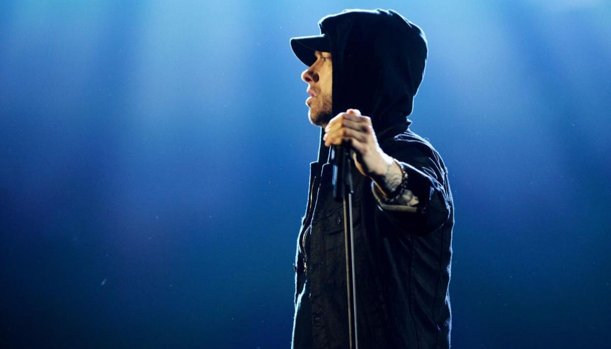 The show started with a video clip which then turned into a live performance of 'Walk on Water,' Eminem's new single, while Skylar Grey filled in for Beyonce.