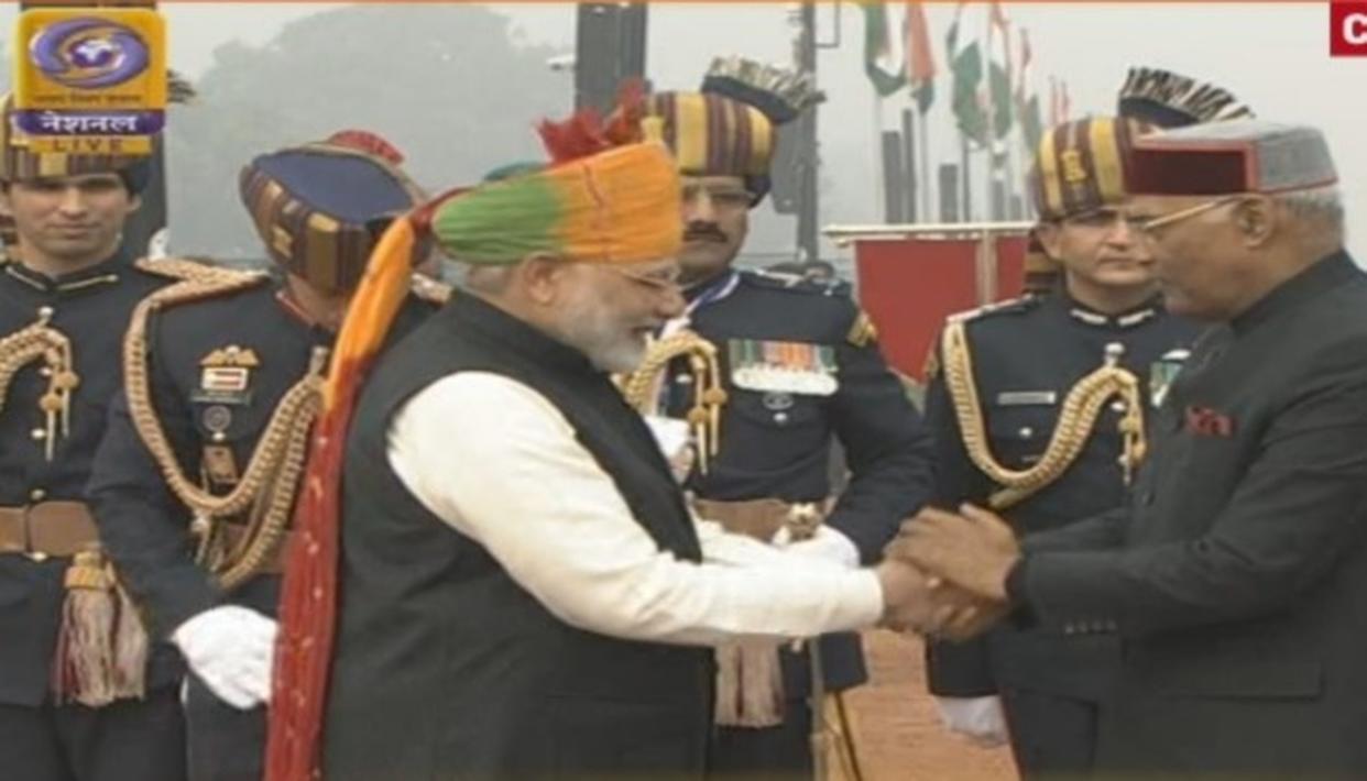 President Ram Nath Kovind being received by Prime Minister Narendra Modi