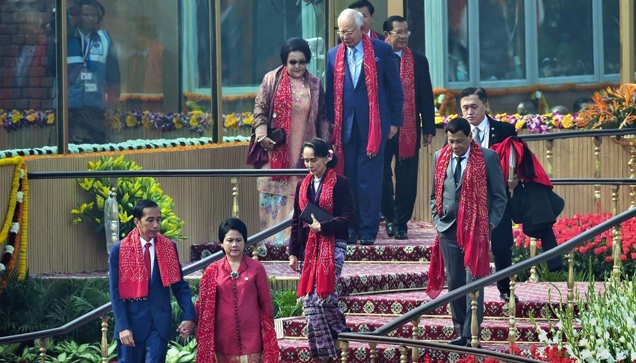 Chief guests and heads of states of Governments of ASEAN nations leave after attending the 69th Republic Day function at Rajpath in New Delhi on Friday.  (Source: PTI)