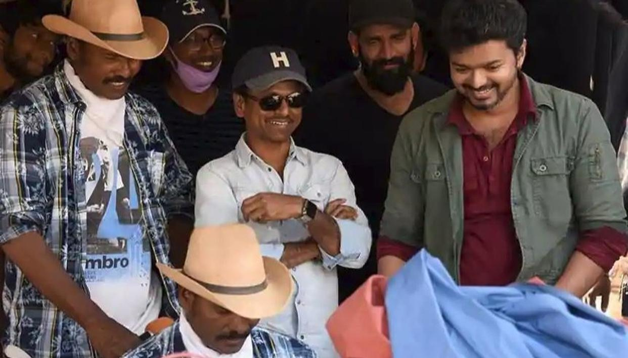 READ: Sarkar Teaser: Thalapathy Vijay-Keerthy Suresh Starrer To Give 'Thugs Of Hindostan' Competition This Diwali