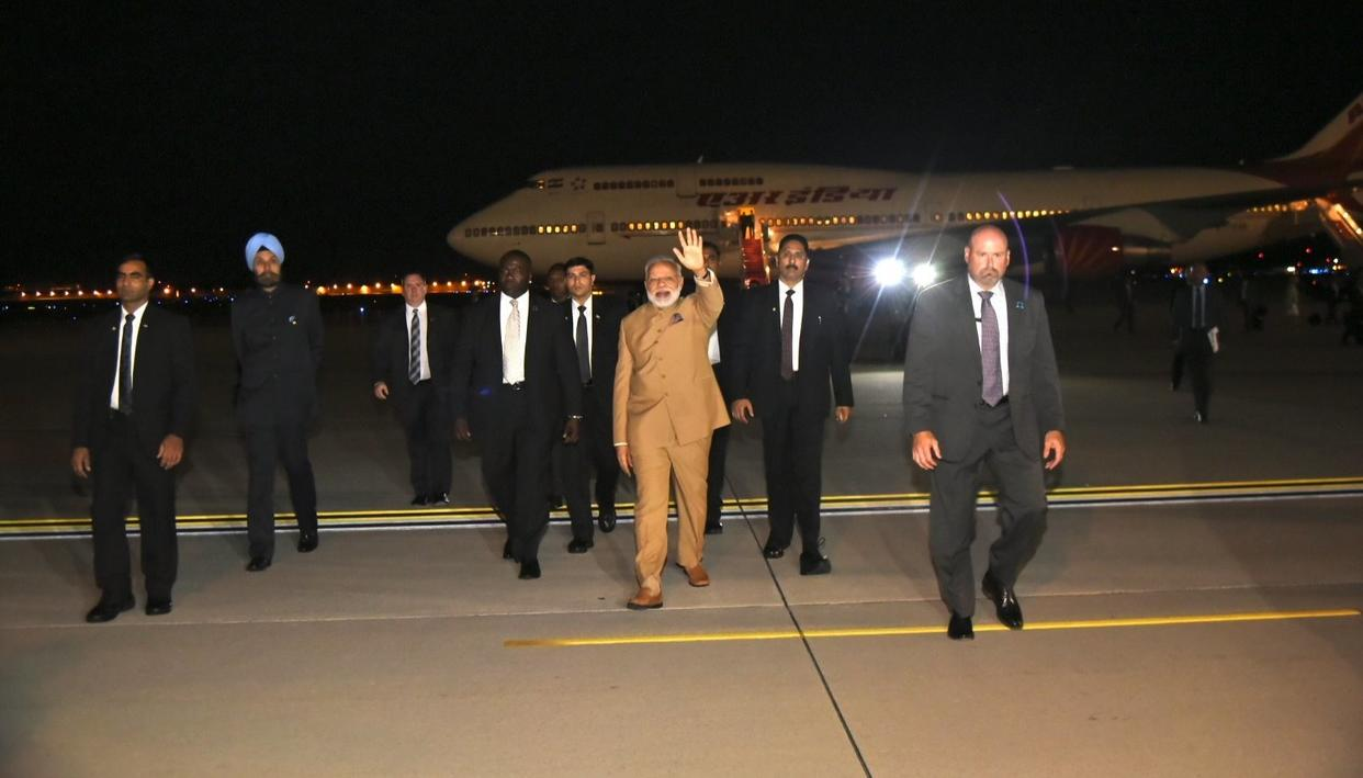 MODI ARRIVES IN U.S. TO A ROUSING WELCOME