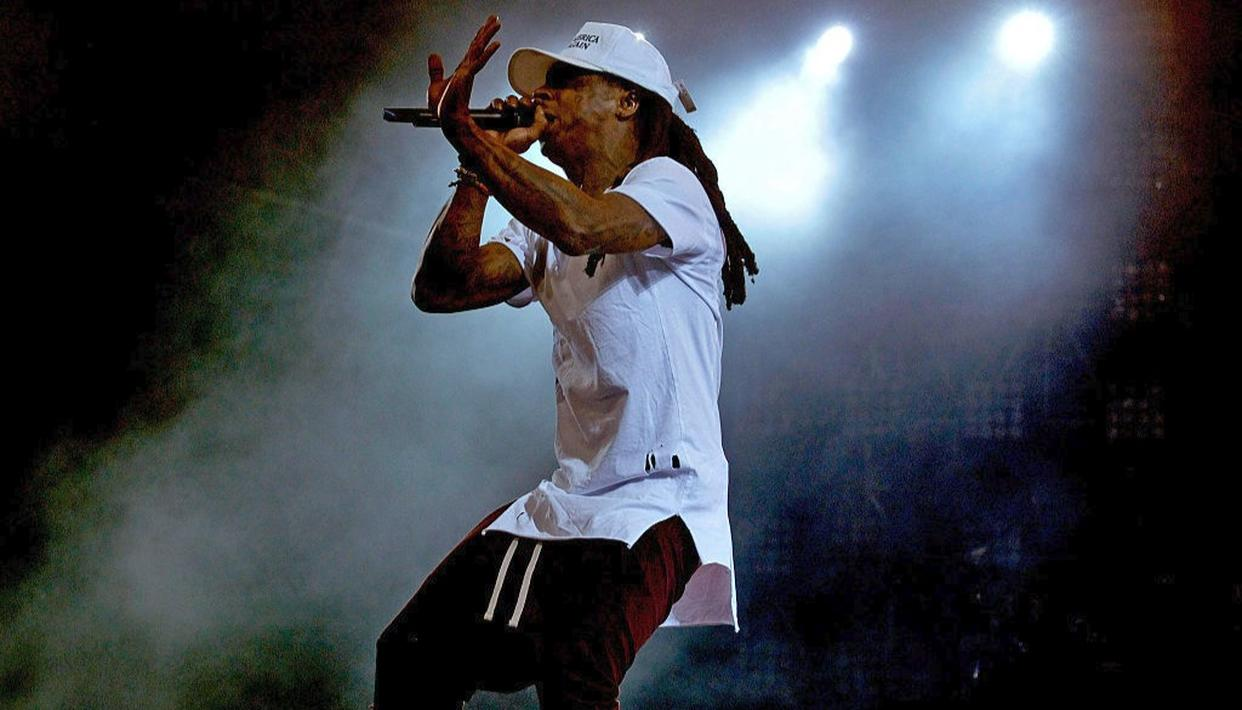 Rapper Lil Wayne rushed to the hospital