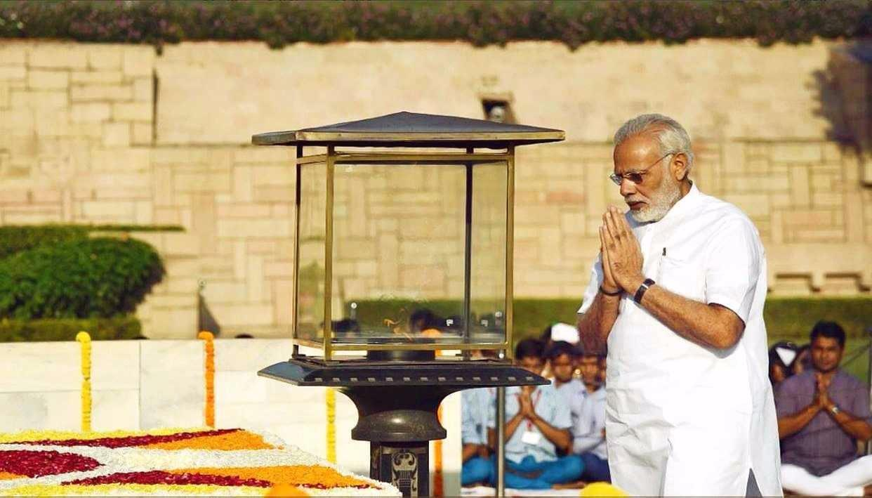 PM MODI PAYS FLORAL TRIBUTE TO 'FATHER OF THE NATION'