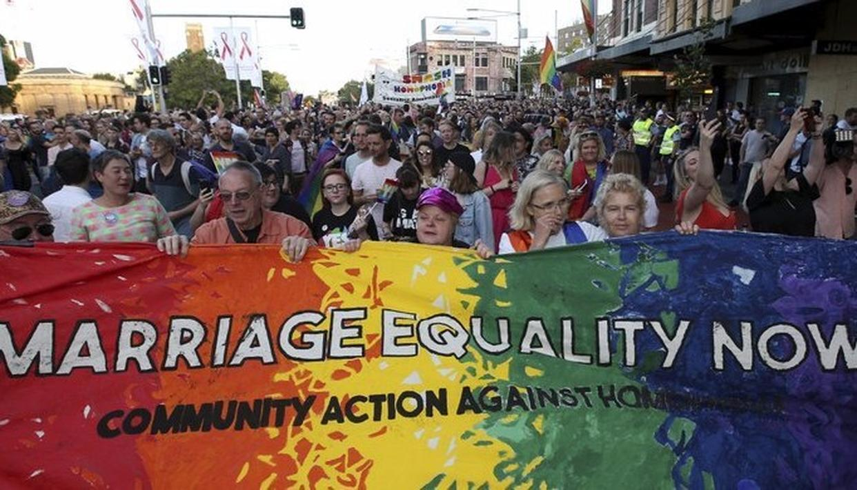 AUSTRALIA SAYS YES TO LOVE