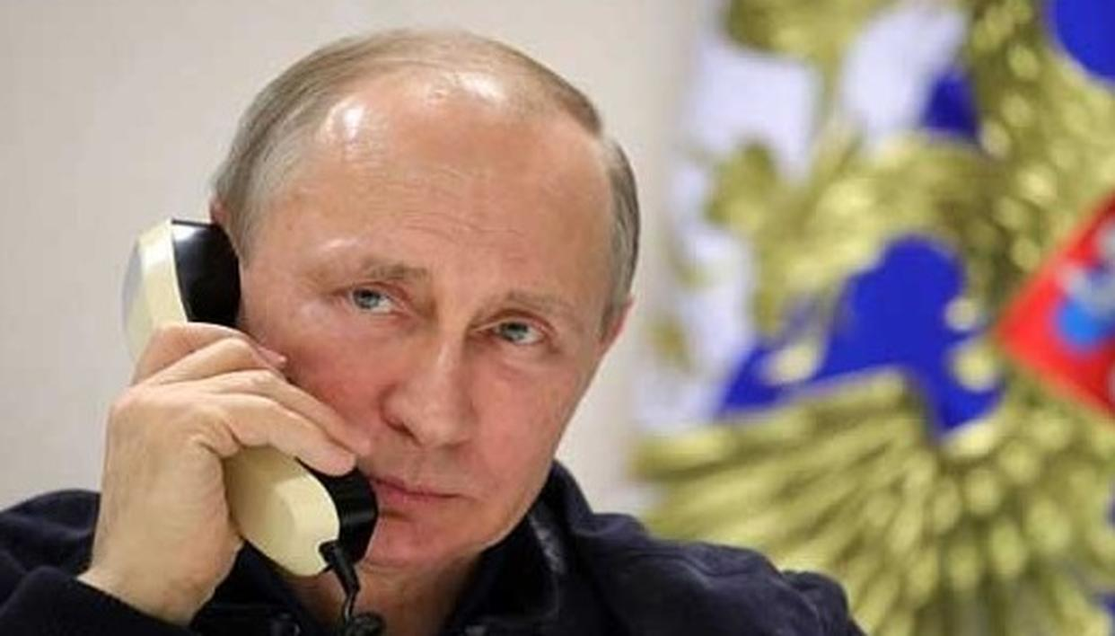 PUTIN DOESN'T HAVE A SMARTPHONE YET?