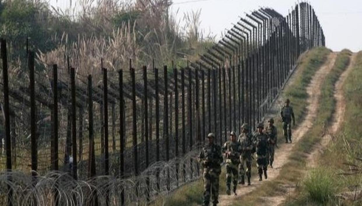 3 INJURED AS PAK VIOLATES CEASEFIRE IN URI