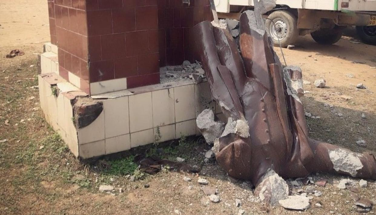 SECOND LENIN STATUE BROUGHT DOWN