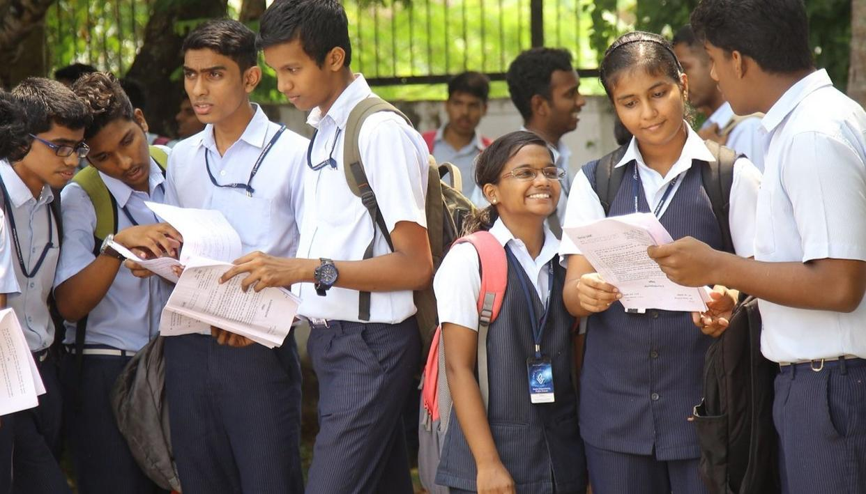 DELHI GOVT ORDERS PROBE INTO COMPLAINTS OF CBSE PAPER LEAK