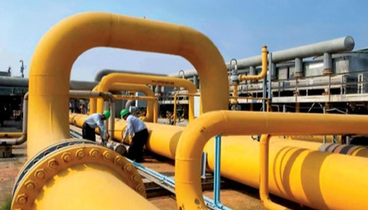 IOC, BPCL MAY BUY STAKE IN GAIL