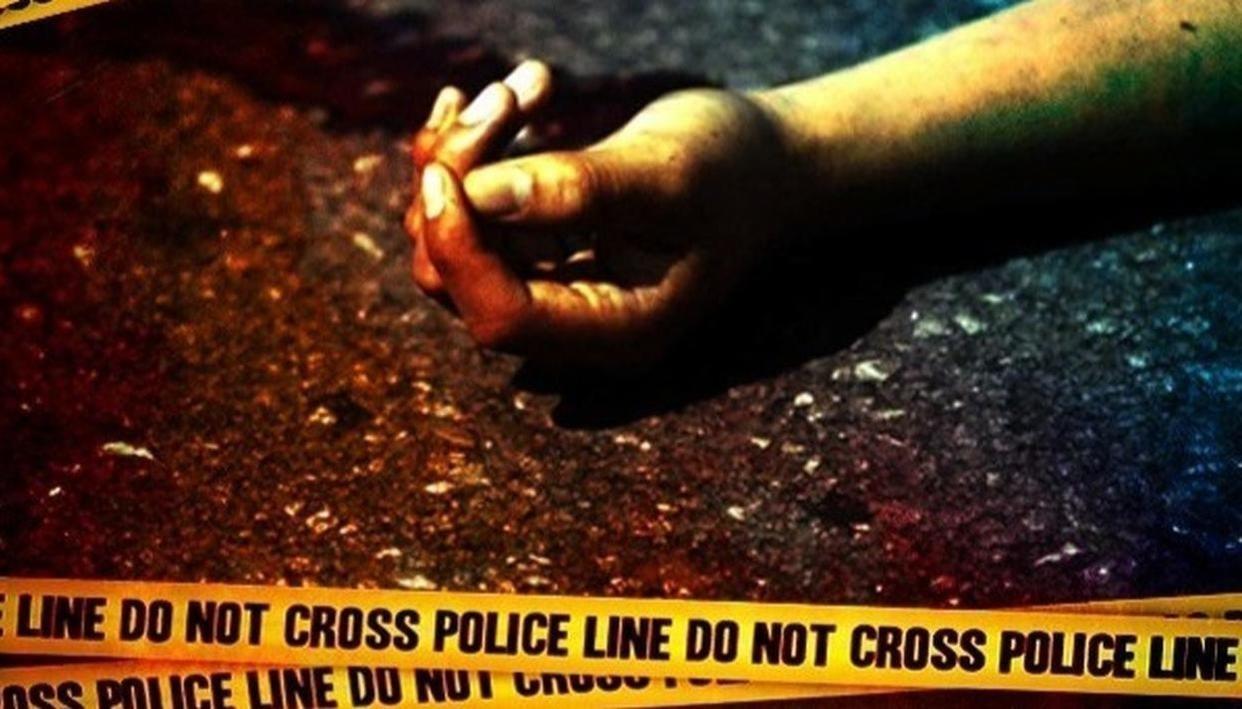 2 KILLED IN AUTO-BUS COLLISION