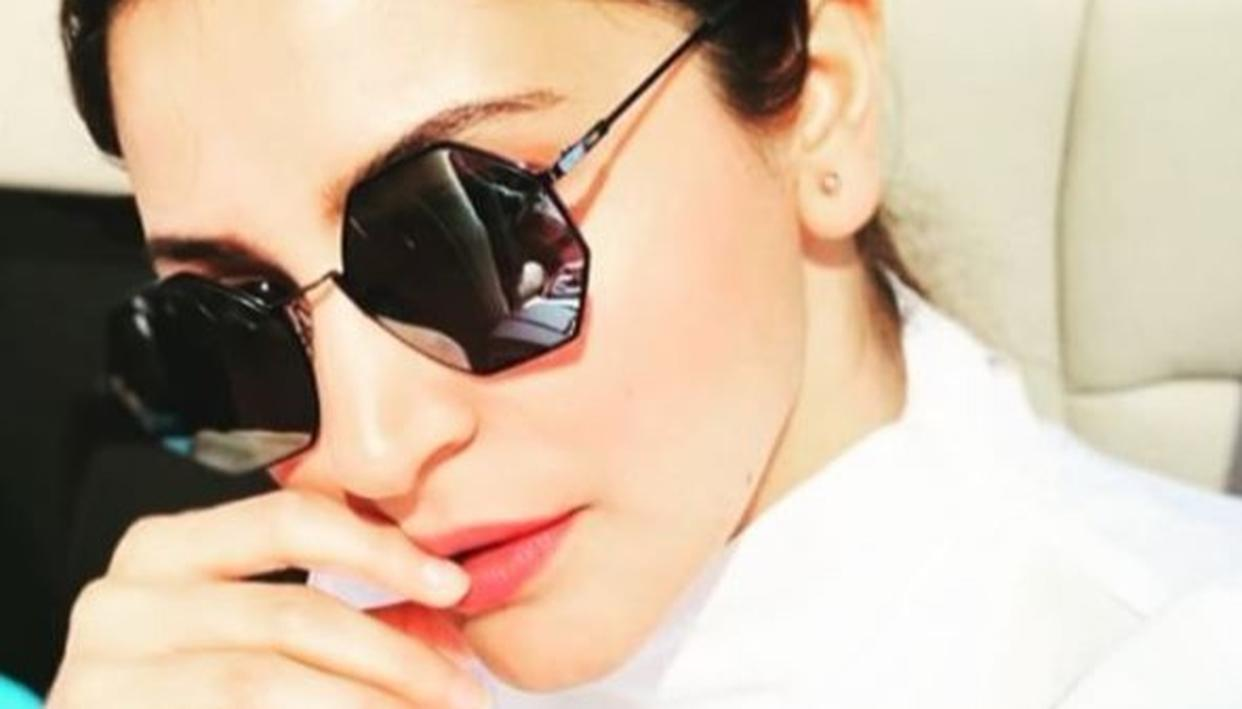 THIS PIC PROVES THAT ANUSHKA IS BOLLYWOOD'S MISS SUNSHINE