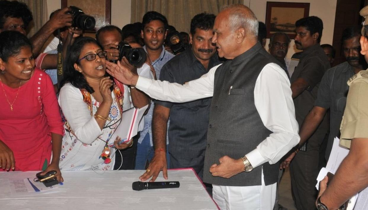 TN GOVERNOR PATS JOURNALIST'S CHEEK, STOKES YET ANOTHER CONTROVERSY