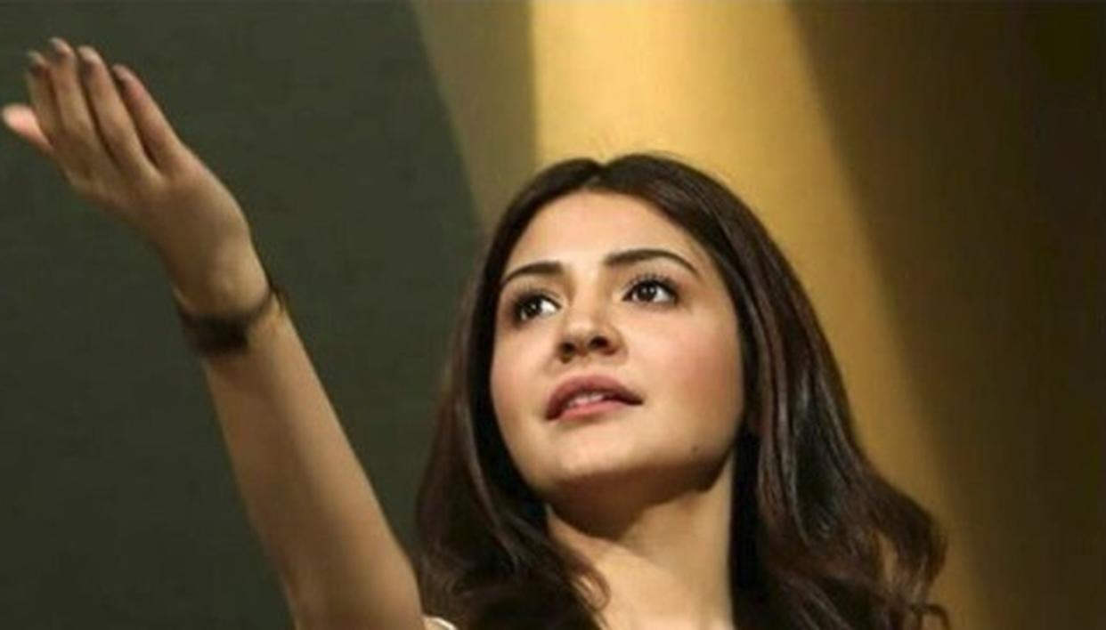 READ ANUSHKA'S EXPRESSIONS TO KNOW THE RESULTS OF CSK VS RCB