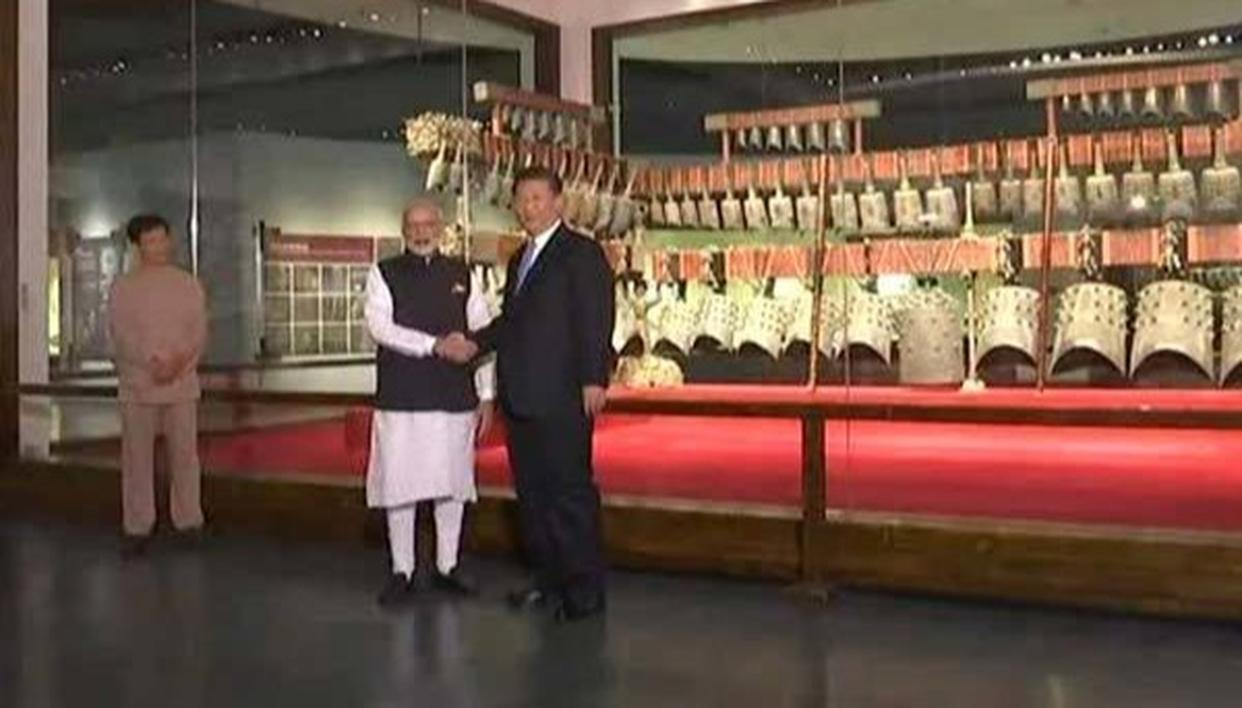 XI TAKES PM MODI ON MUSEUM TOUR