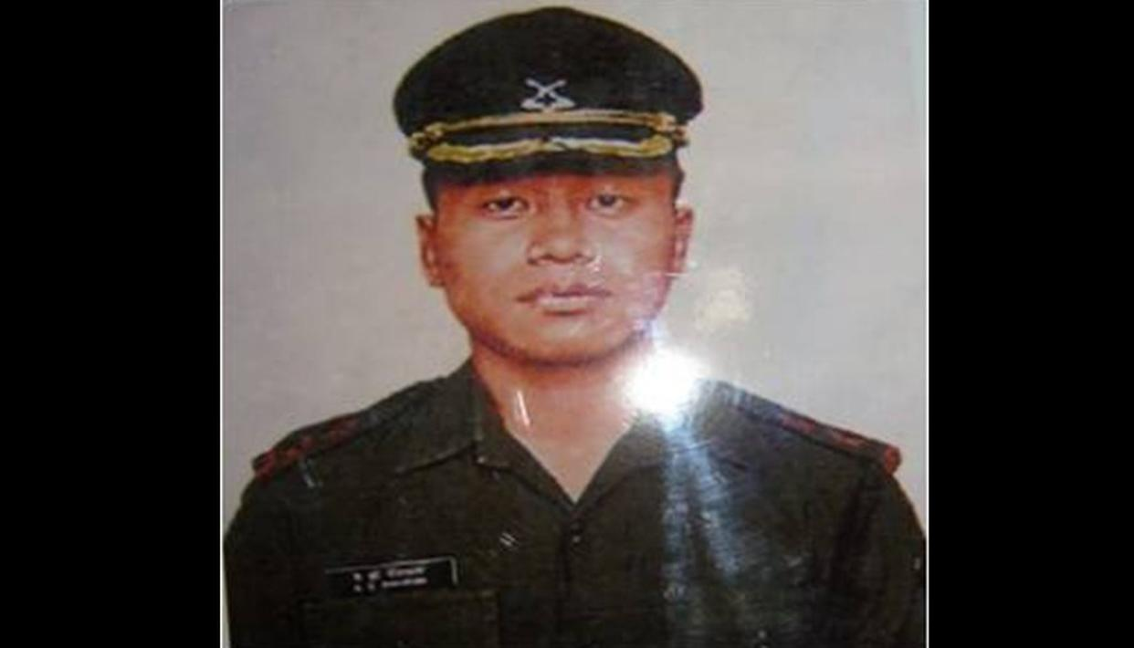COURSEMATES COME TOGETHER TO PAY HOMAGE TO KARGIL HERO