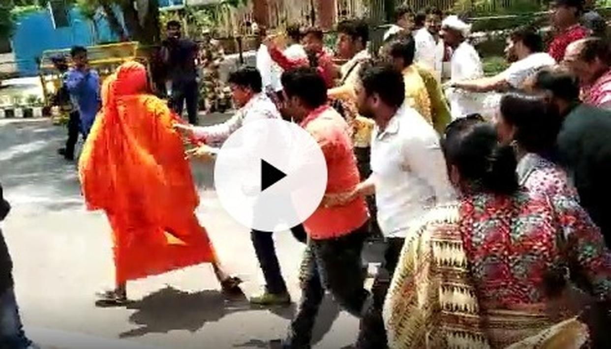 SWAMI AGNIVESH ASSAULTED AGAIN