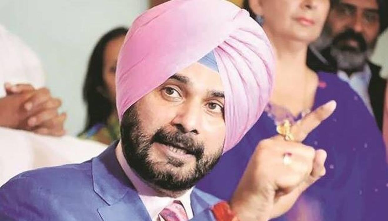 PARODY TWITTER HANDLE OF NAVJOT SINGH SIDHU GARNERS ATTENTION IN PAKISTAN!