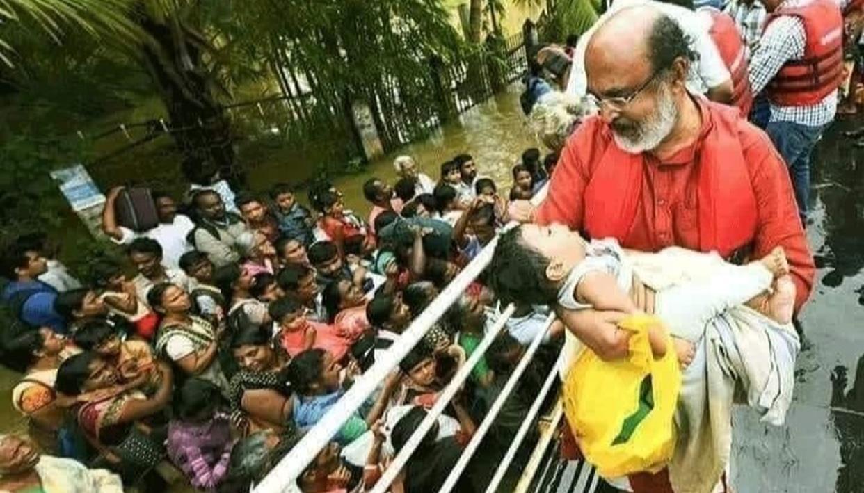 बाढ़ पीड़ितों की मदद के लिए फरिश्ता बन ग्राउंड जीरो पहुंचे मंत्री, बच्चे को गोद में उठा कर हुए भावुक