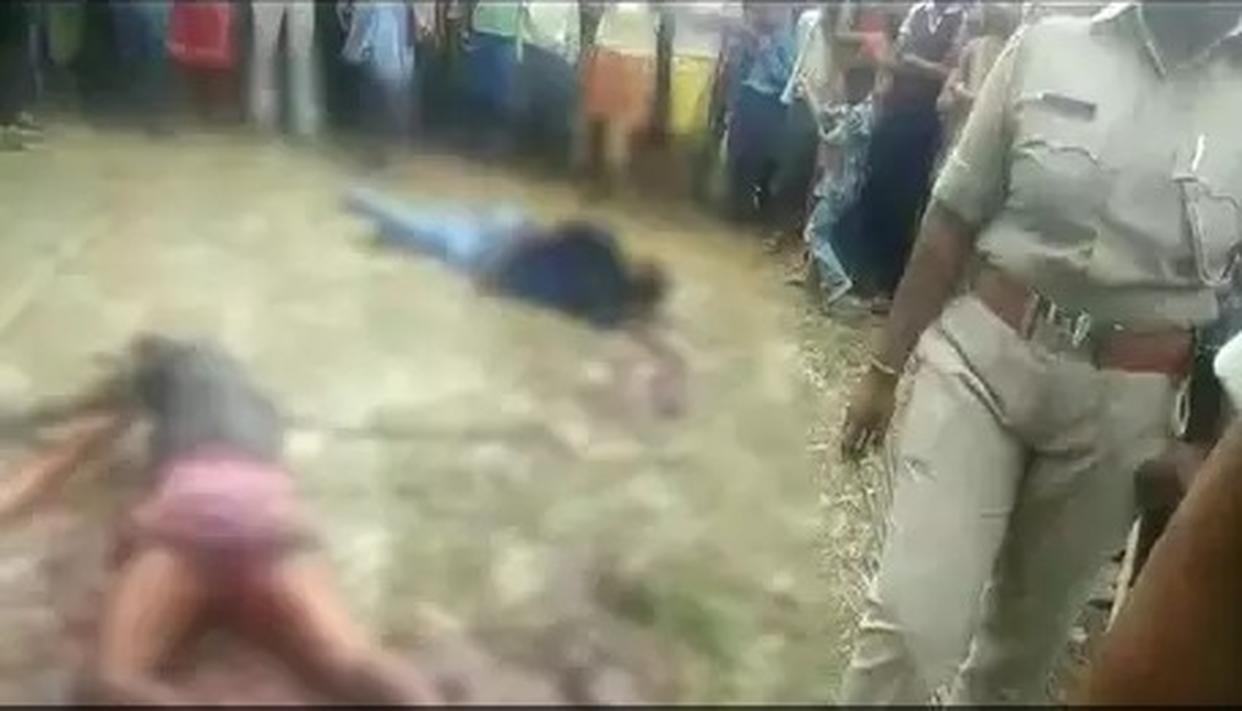 स्कूली लड़की का अपहरण करने आए तीन अपराधियों को भीड़ ने मंदिर से खींचा और पीट-पीटकर मार डाला
