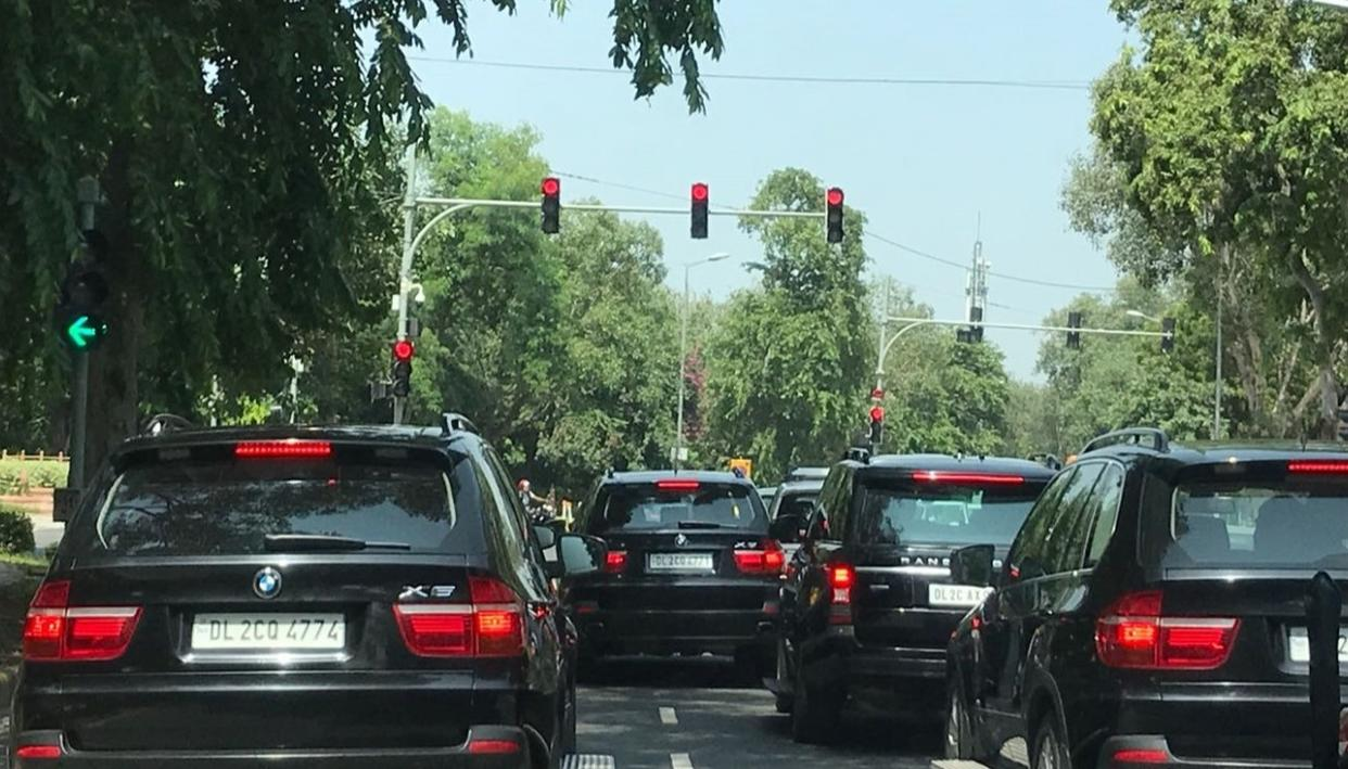 PM MODI'S CONVOY SHOWS 'LAL BATTI' HAS TAKEN ON A NEW MEANING